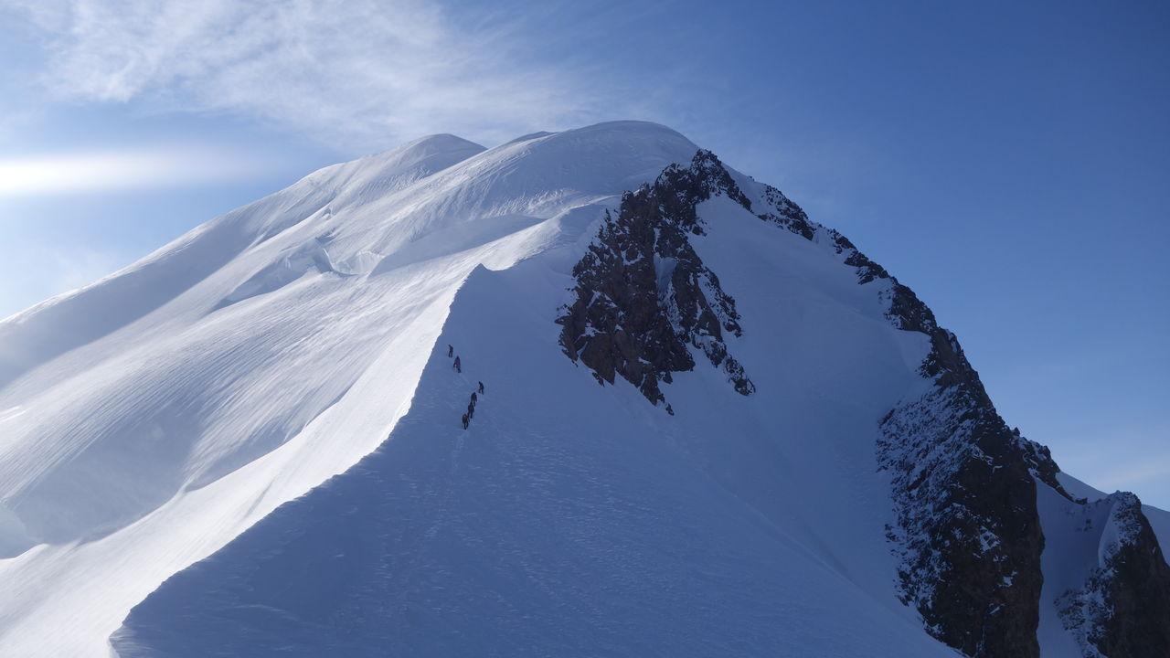 モンブラン山とエルブルース山 ...